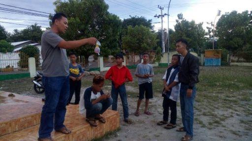 Para Bocah Ini Kepergok Sedang Ngelem di Masjid Agung