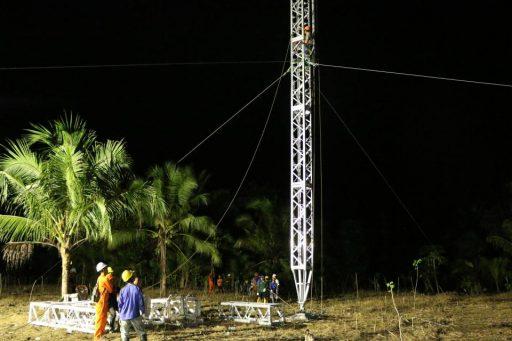 Tim PLN Kerja Tak Kenal Waktu, Satu Tower ERS di Poso Segera Terpasang