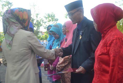 Presiden Jokowi Beri Penghargaan 33 Dosen Kopertis IX Sulawesi