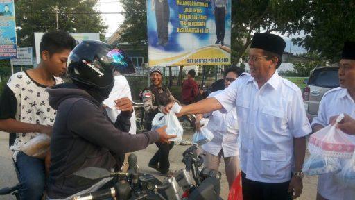 Dalam Sehari, Partai Gerindra Sulteng Bagi Takjil di 3 Titik