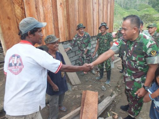 Dansatgas Opster TNI Tinjau Renovasi RTLH di Poso