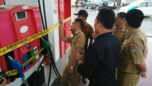 Kurangi Takaran, SPBU Sukarno Hatta Disegel Petugas