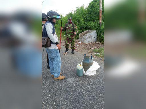 Ngeri, Warga Luwuk Hadang Polisi dengan Tabung Elpiji, Bom Molotov dan Bambu Runcing