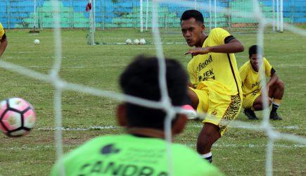 Coret 3 Pemain, Pelatih Celebest FC Ajak 3 Pemain Lokal Latihan