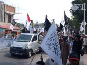 Ribuan Umat Islam Poso Mengutuk Pelaku Pembakaran Bendera Tauhid