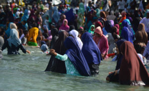 Tolak Bala, Ratusan Warga Palu Mandi Safar