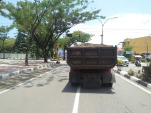 Ganggu Pengguna Jalan, Pemkab Morowali Tertibkan Truk Angkutan Pasir dan Tanah