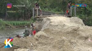 VIDEO: 10 Tahun Rusak, Jembatan Kura-Kura di Sigi Diperbaiki TNI