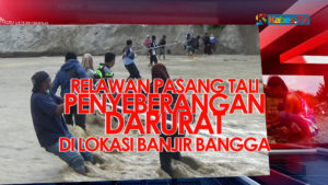 VIDEO: Jembatan Putus, Relawan Pasang Tali Penyeberangan Darurat di Sungai Desa Bangga