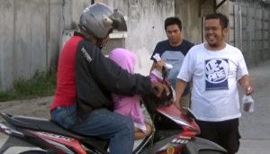 Bentuk Toleransi, Pemuda Gereja Bethel Indonesia Palu Bagi- Bagi Takjil untuk Umat Muslim yang Berpuasa