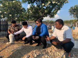 Usai Dilantik Jadi Anggota DPRD Sulteng, Boni Tunaikan Nazar Ziarahi Makam Almarhum Tahmidy Lasahido