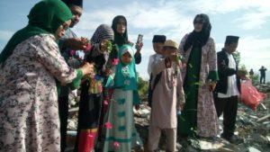Setahun Pascabencana, Puluhan Siswa di Balaroa Tabur Bunga di Area Likuefaksi