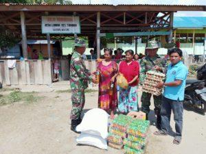 Sebelum Berakhir, Satgas TMMD Bantu Sembako kepada Warga Desa Ogoalas