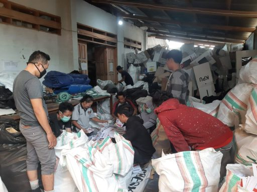 KPU Palu Mulai Bersihkan Sisa Logistik Pemilu