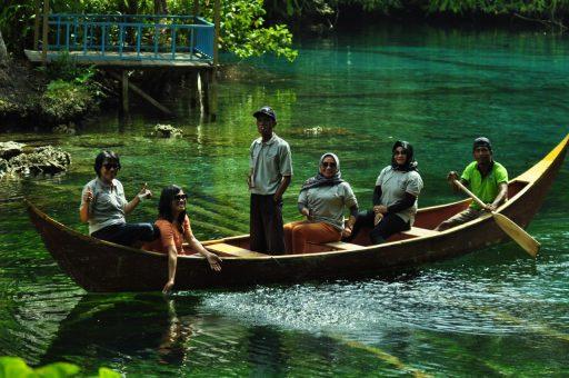 Wisata Alam Paisu Pok, Danau Cantik Tersembunyi di Banggai Kepulauan