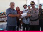 Bangga atas Kemandirian Membuat APD, Kapolda Sulteng Bantu Mesin Obras untuk SMK Negeri 5 Palu