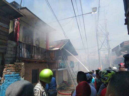 VIDEO : Empat Rumah di Kalikoa Palu Terbakar, Warga Sempat Panik