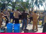 Tim Gabungan Lakukan Penyemprotan Cairan Disinfektan di Morowali