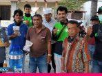 Relawan PKS Bagikan Tempat Pencuci Tangan ke Base Camp Ojol Palu