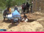 Polisi Makamkan Jenazah Anggota Sipil Bersenjata Poso yang Tewas dalam Bakutembak di Padopi