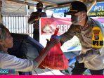 Polres Tolitoli Bagikan Ratusan Paket Sembako dan Masker Bagi Warga Kurang  Mampu