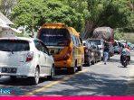 Pemeriksaan Hari Pertama, Antrian Kendaraan Mengular di Depan Kantor Camat Tawaeli