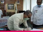 Tangani Covid-19, Bank Sulteng Serahkan Bantuan ke Pemkot Palu