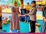 Ringankan Beban Warga, Ketua Bhayangkari Banggai Bagi Sembako