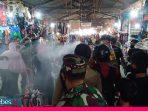 Tak Pakai Masker ke Pasar? Siap-siap Disemprot Air oleh Petugas Disperindag Palu