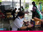 Lembaga Kemanusian Palu Bersatu Bangkit Bagikan Ratusan Nasi Bungkus Kepada Ojol di Palu