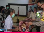 HUT Bhayangkara ke-74, Polres Palu Bagikan Paket Sembako pada Purnawirawan dan Warakawuri