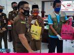 Sambut Hari Adhyaksa ke 60, Kejati Sulteng Bagikan Ratusan Paket Sembako
