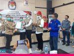 Didampingi Ratusan Pendukung, Verna-Yasin Paslon Pertama Mendaftar di KPU Poso
