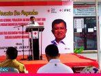 Jusuf Kalla Serahkan Mobil Ambulance Bantuan IFRC Kepada PMI Sulteng