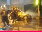 VIDEO : Satu Unit Minibus Terbakar Akibat Korsleting Listrik di Jalan S. Parman Palu