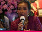 """Di Momen Hari Kartini, Dwi Prihandini Luncurkan Buku """"Kedukaan"""""""