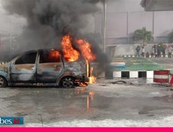 Diduga Bermuatan Jeriken, Sebuah Mobil Terbakar di SPBU Palu