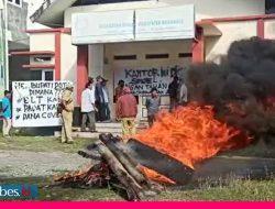 Video : Kantor Desa Marana Disegel Karena Aparatnya 10 Bulan Tak Digaji