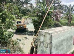 Jembatan Desa Saluaba Putus Disapu Banjir