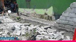 Pagar rubuh akibat gempa