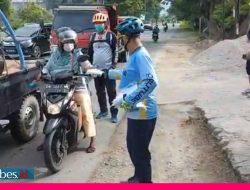 Gowes Kemanusiaan, Joutube dan Roa Jaga Roa Bagikan Masker untuk Pengendara di Palu