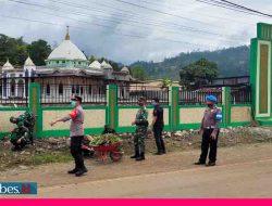 Kerja Bakti di Pelataran Masjid Al-Haq, Kapolsek Bahodopi: Tugas Kita Membantu Pemerintah
