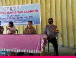 Program Kemensos RI, FKS Petirodongi Latih Warga Buat Pakan Ikan